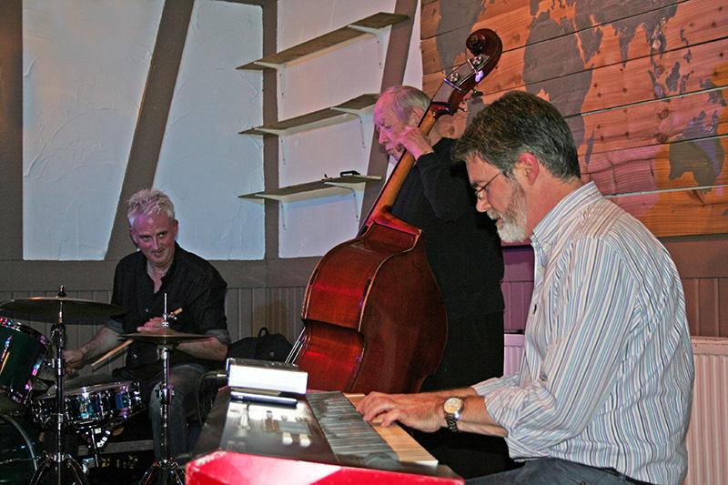 Dave Newton Trio